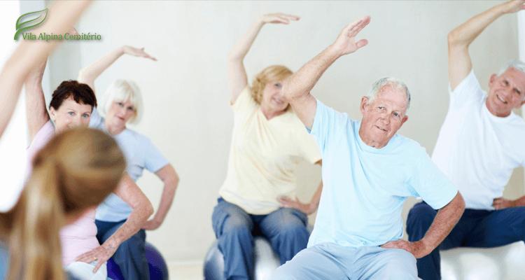Idosos fazendo exercícios - colesterol