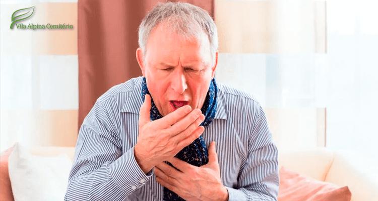 Homem com crise de tosse alérgica